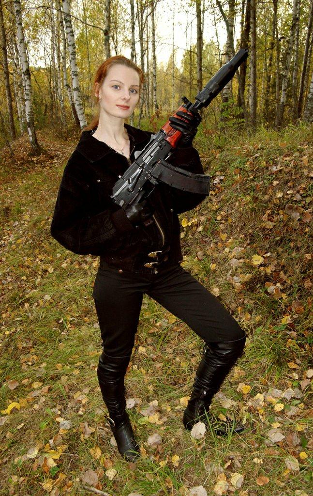 Девушки с оружием 11
